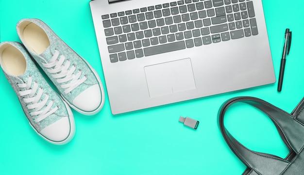 Цифровая техника и модные женские аксессуары