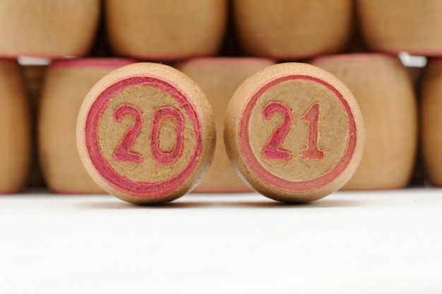 Цифры 2018, новый год и рождество на бочках для lotto.