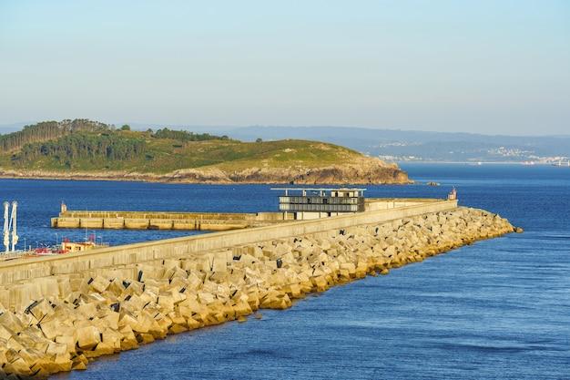 プエルトエクステリアデフェロルを保護するための堤防外側防波堤