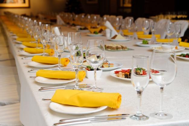 Сервировка обеденного стола