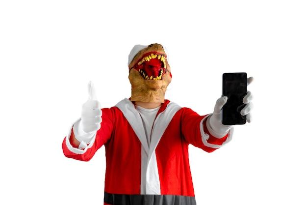 一方、親指を立てて携帯電話を持ったサンタクロースの衣装を着た恐竜。
