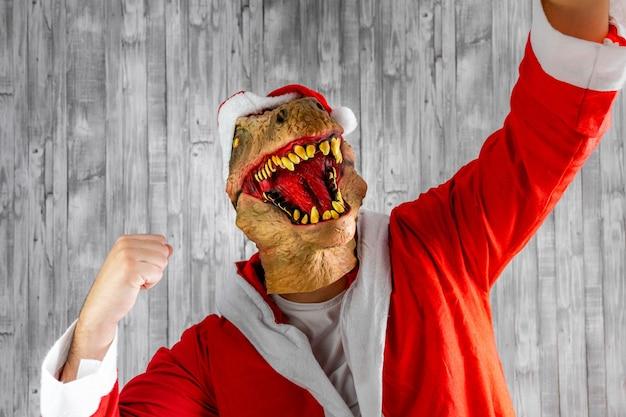サンタクロースの陶酔感と勝者の象徴を装った恐竜