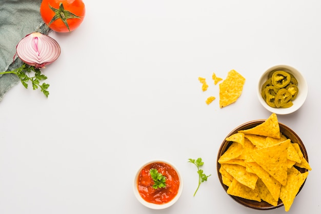 Dipping nacho chips