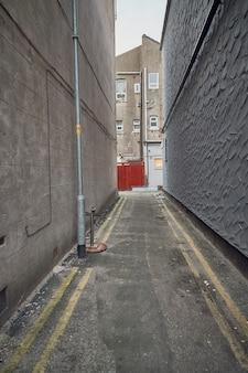 도시에서 더러운 골목