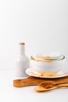 Collezione di stoviglie in ceramica sporca