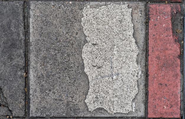 Грязная бетонная плита