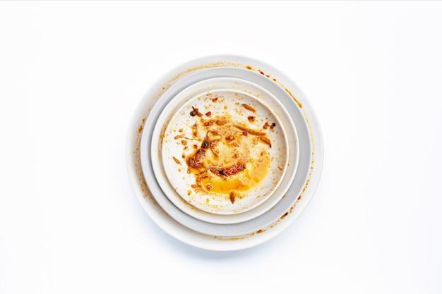 흰색 상단보기에 더러운 접시