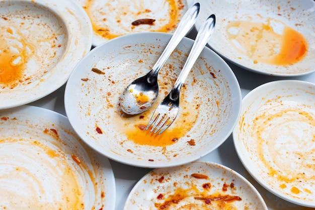 더러운 접시들. 평면도