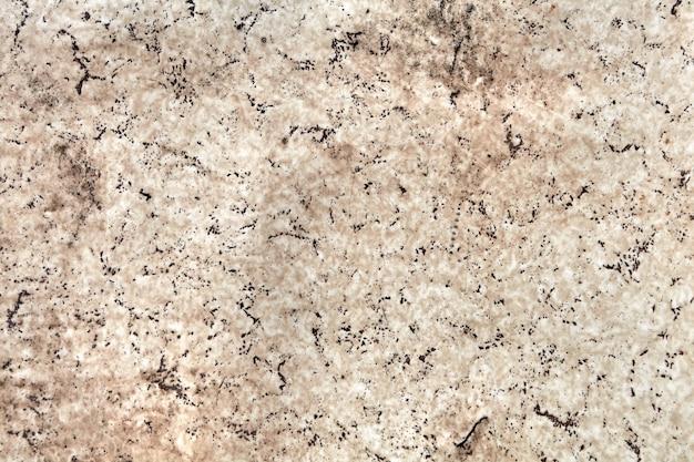 人工花崗岩または大理石の汚れた古い放棄されたパネル、建築材料の石のパターンの模倣。