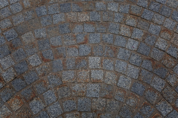 Грязная тротуарная плитка. вид сверху. стена. место для текста.