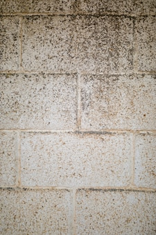 Грязная грубая кирпичная стена