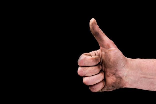 Грязные пальцы вверх на черном.