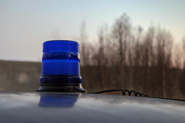 차량 지붕의 파란색 점멸 장치 비활성화