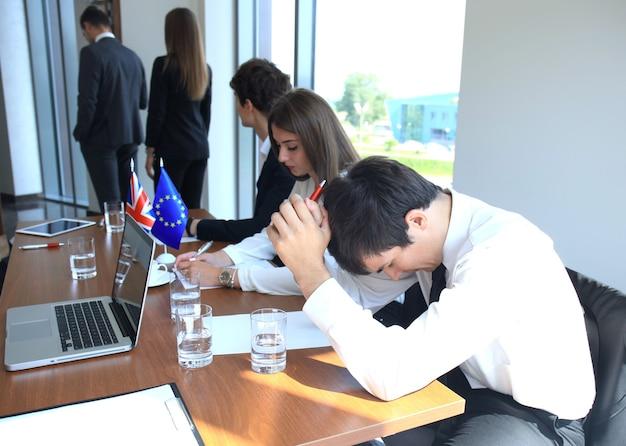 会議での欧州連合と英国の指導者間の意見の不一致。ブレグジット。