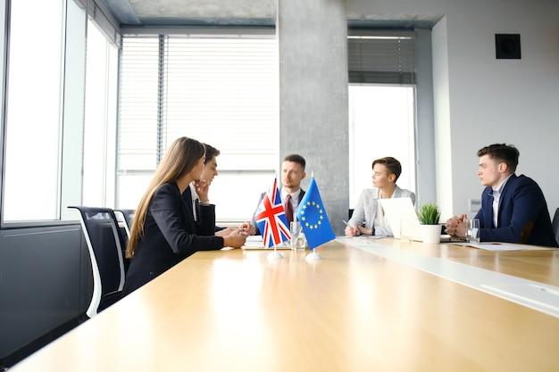 会議での欧州連合と英国の指導者間の意見の不一致。 brexit