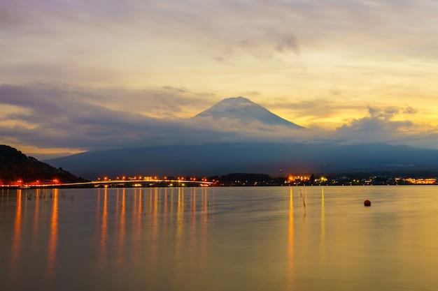 Discover summit japan foliage light