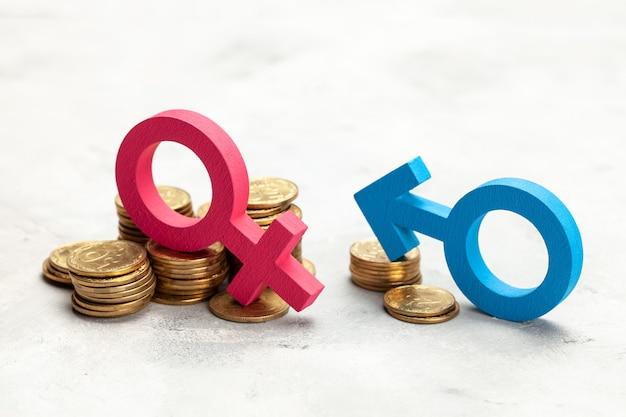 남성 차별. 동전의 큰 스택과 여자의 성별 기호와 동전의 작은 스택과 남자의 성별 기호. 급여 차별.