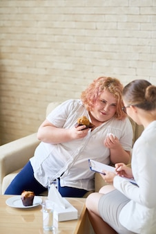 Discussing eating disorder with psychologist