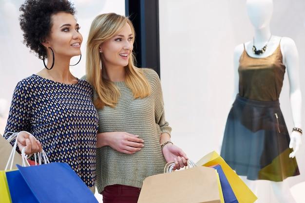 Discussione sulle ultime tendenze della moda