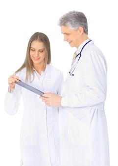 전문 의사의 진단에 대한 토론.