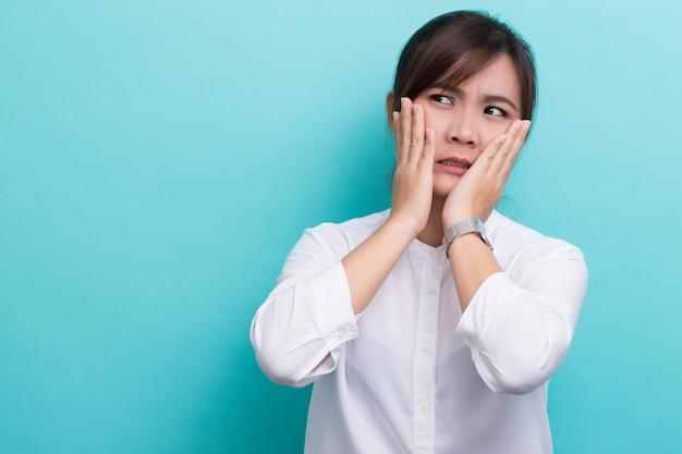 Отвращение азиатская женщина