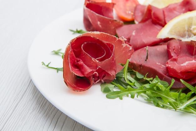 Bresaola 및 aragula 요리