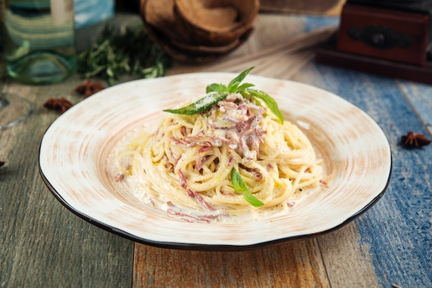 Блюдо итальянской кухни спагетти паста карбонара