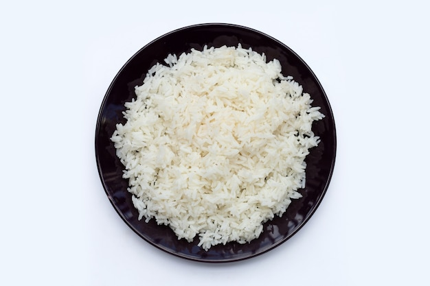 Блюдо из риса на белом фоне.