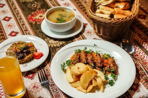 Блюдо суп салат основное блюдо сок хлеб
