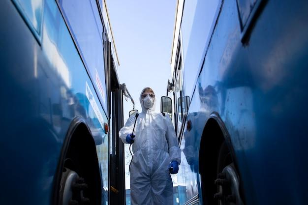 公共交通機関の消毒と消毒。