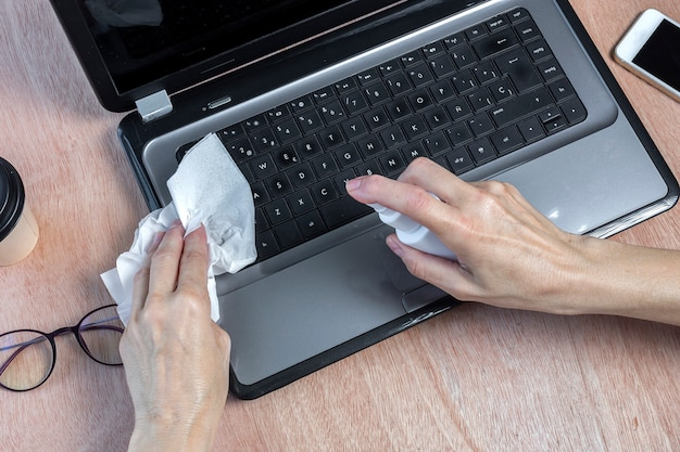 Disinfection of computer with hydrogel on work table