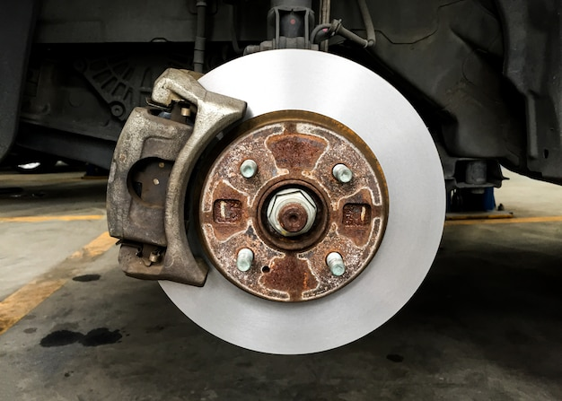 Disk brake of vehicle, rusty brake drum without tire