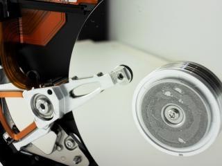 ハードディスクドライブは、単一のdiskdrive