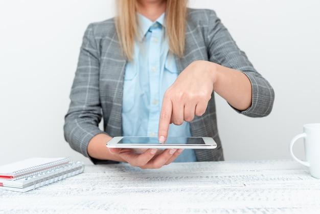 스마트폰 신기술 전시, 기기 개선 논의, 기술 사양 제시, 제품 소개, 음성 화상 통화, 글로벌 커뮤니케이션