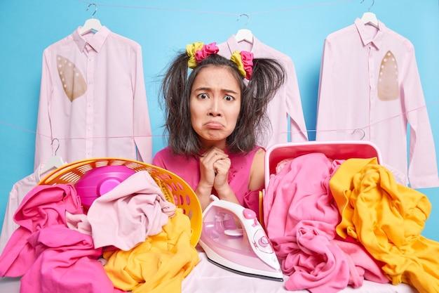不機嫌な若いアジアの女性は嫌な表情をしています