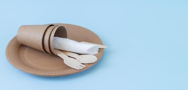 Одноразовая экологически чистая посуда из дерева и бумаги