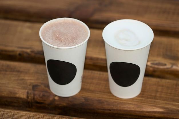 일회용 종이컵 커피 프리미엄 사진