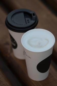 Одноразовый бумажный стаканчик для кофе