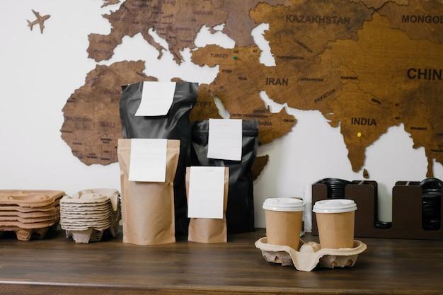 Одноразовые бумажные стаканчики с собой