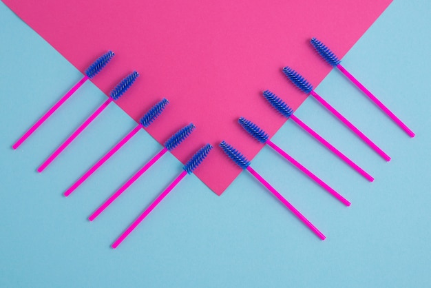 Disposable pink brushes for eyelashes and eyebrows.