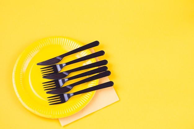 使い捨て皿、カトラリー、ナプキン