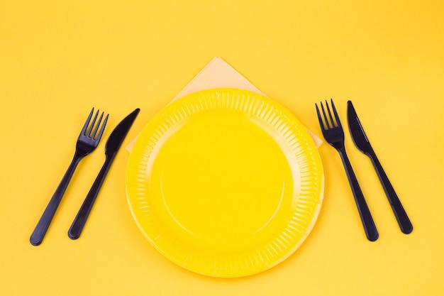 使い捨て皿、フォーク、ナイフ、ナプキン