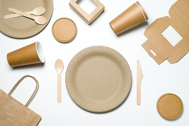 Disposable tableware made of bamboo wood and paper.