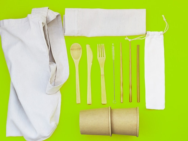 環境材料とリネンバッグで作られた使い捨て食器