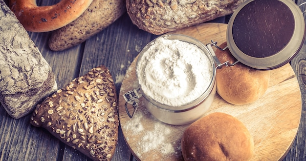 多様な焼きたてのパン
