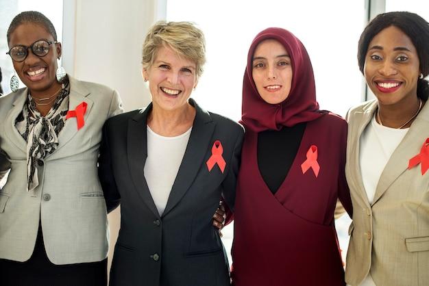 多様な女性たちとパートナーシップ・リボン