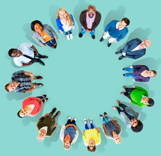 비즈니스 사람들이 커뮤니티 팀 개념의 다양성 그룹