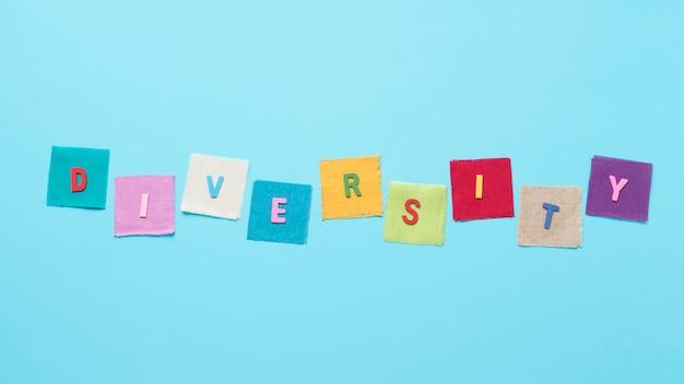 Parola di diversità fatta di carte colorate