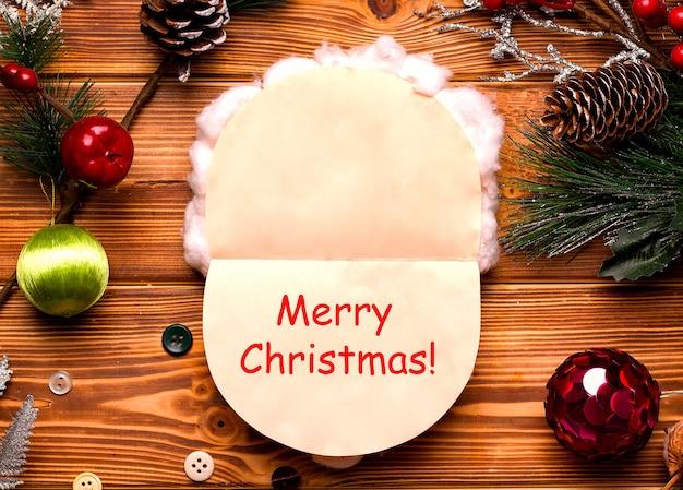 一歩一歩diyのクリスマスカード。色付きの紙と木製のテーブルの綿から。ステップ5(内部のキャプション)