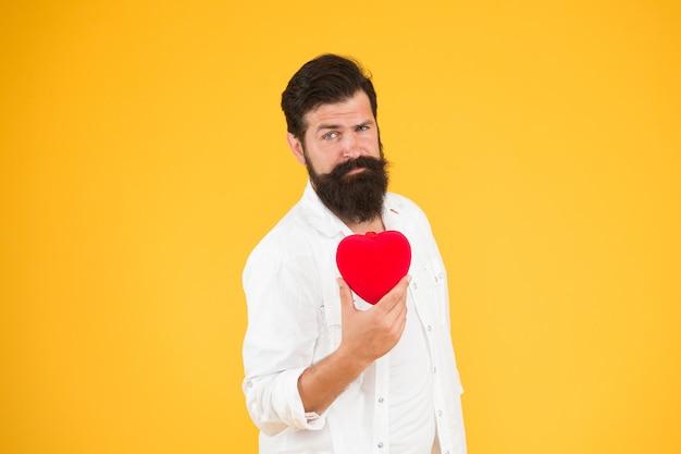Diyクラフト。人間の臓器提供者であること。あごひげを生やした男の赤い心。彼の心の残忍なヒップスターケア。私をあなたのバレンタインにさせてください。健康管理。心拍の診断と治療。恋に落ちる。愛とロマンス。